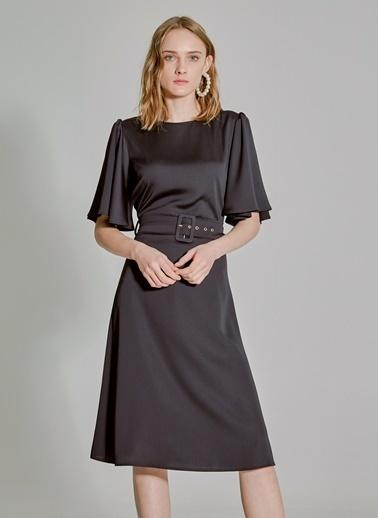 People By Fabrika Melek Kol Kemerli Elbise Siyah